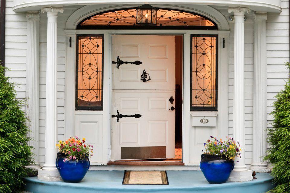Cách chọn cửa chính phù hợp phong thủy nhà cửa